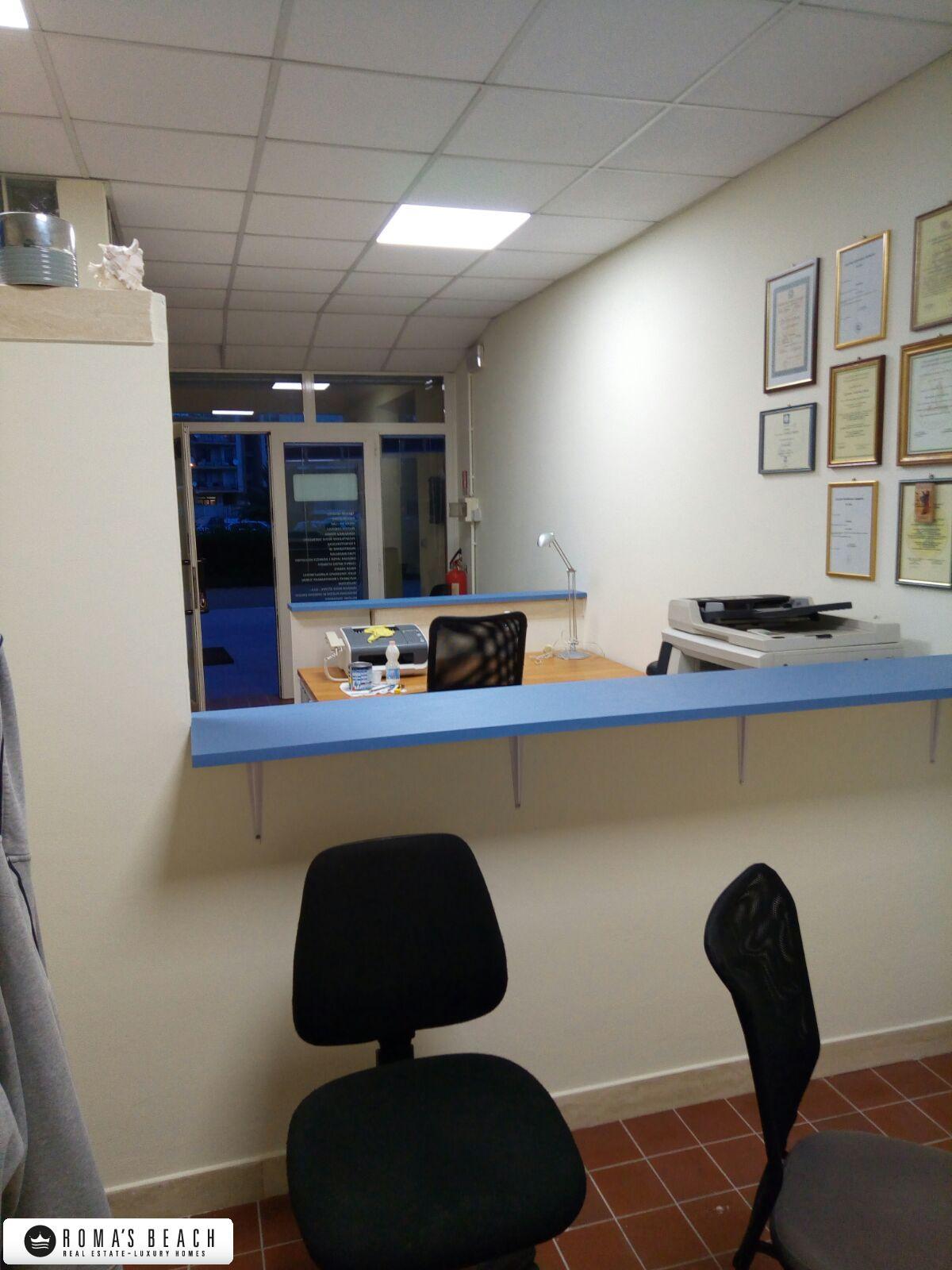 Anzio affittasi ufficio arredato for Ufficio arredato roma